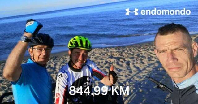 Maciej Bogajewicz, Bogusław Kalinowski i Jacek Gołaszewski pojechali rowerami z Międzychodu na Hel i z powrotem - razem 845 km.