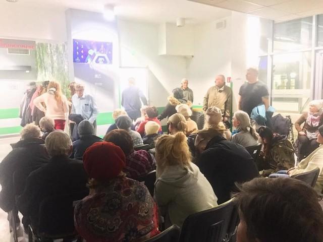 Przepełniona poczekalnia w szpitalu przy al. Kraśnickiej w Lublinie