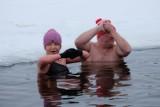 Morsy na plaży Dojlidy w Białymstoku. Weszli do zalewu mimo siarczystego mrozu! (zdjęcia)