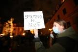 Strajk Kobiet 2020: Najlepsze hasła na transparentach, ironiczne, mocne, śmieszne - ZDJĘCIA
