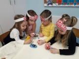 Pleszew. Małe kobietki świętowały swój dzień w przedszkolu