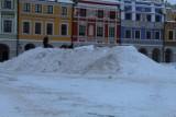Na Rynku Wielkim powstała góra ze śniegu. Czemu ma służyć?