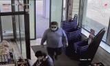 Rybnik. Okradł kobietę w markecie. Teraz szuka go policja. Rozpoznajesz złodzieja?