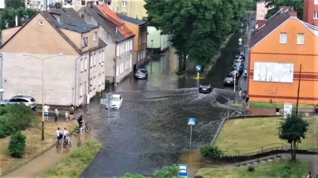 Ulica Lipowa po ulewnych deszczach regularnie zalewana jest wodą