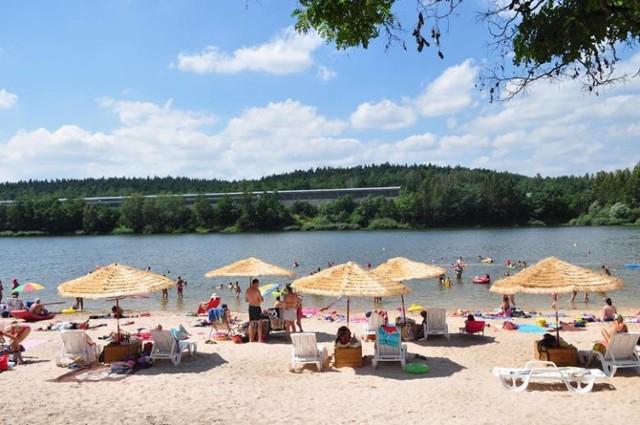Podpowiadamy, gdzie wypocząć w słoneczny wakacyjny dzień. Oto TOP 13 najpiękniejszych plaż w regionie.  ZOBACZ WIĘCEJ NA KOLEJNYCH SLAJDACH>>>