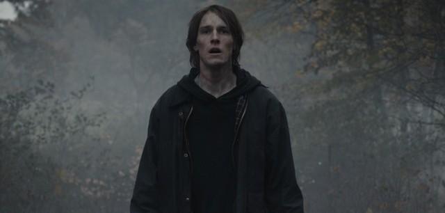 """""""Dark"""" to jeden z najpopularniejszych seriali, jakie można oglądać na platformie Netflix. Premiera ostatniego sezonu odbywa się 27 czerwca 2020 roku. Jeśli jego bohaterom nie uda się przerwać Cyklu, to nastąpi całkowita Apokalipsa. Jakie filmy wieszczą przyszłą zagładę ludzkości?   Sprawdź --->"""