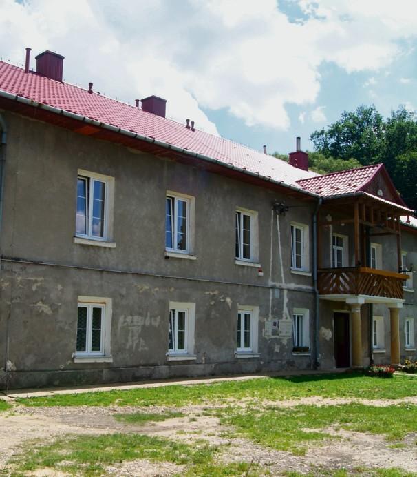 Szkoła w Piaskach Drużków od roku stała zupełnie pusta.  W przyszłym roku zamieszka tutaj pięć rodzin.