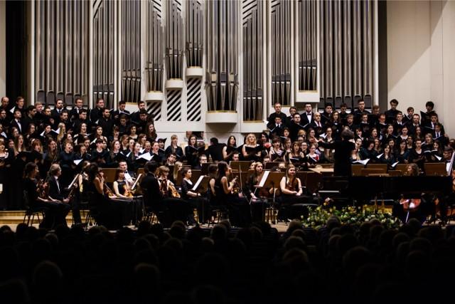 Filharmonia Krakowska zaprasza 6 lutego o godz. 18 na koncert religijnej muzyki W. A. Mozarta                  `                                                                           `                                                                           `                                                                           `                                                                           `