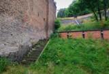Mieszkańcy Biskupiej Górki chcą odtworzenia schodów. Wcześniej pozwalały skrócić drogę na górny taras dzielnicy