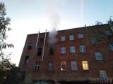 Pożar w Prudniku. Pali się mieszkanie przy ul. Morcinka. Ewakuacja mieszkańców budynku