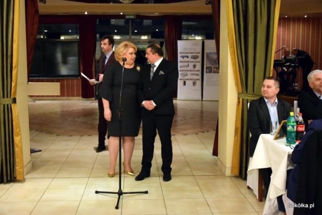 Burmistrz Ewa Kulikowska piosenkę o sokólskich wodociągach zaśpiewała wspólnie z szefem miejskiej spółki Tomaszem Breńko