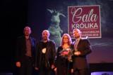 Króliki rozdane! Roman Nowak i Dawid Jung zdobywcami statuetek gnieźnieńskich nagród kulturalnych