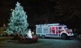 Świąteczny wóz strażacki jeździ po drogach w sołectwie Koszwały [ZDJĘCIA]