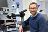 Gdańscy naukowcy badają koronawirusa, wykorzystując kryształki diamentów. Innowacyjny projekt badaczy z Politechniki Gdańskiej z grantem