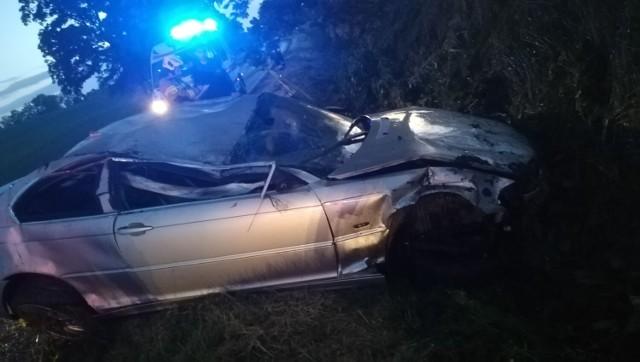 W Czeczewie w powiecie grudziądzkim dachował samochód osobowy