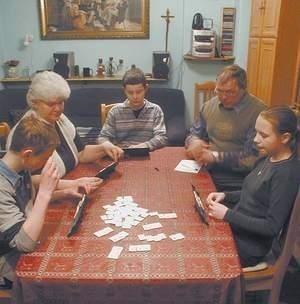 Róża Sorichta i jej mąż Antoni niedługo stworzą rodzinę zastępczą. Kiedyś prowadzili rodzinny dom dziecka i wychowali prawie dwadzieścioro dzieci. Fot: MAGDALENA CHAŁUPKA