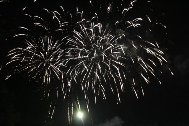 Już niebawem na nocnym niebie rozbłysną różnokolorowe fajerwerki