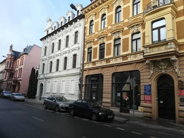 Wyremontowana kamienica znajduje się przy ulicy Śniadeckich 6.