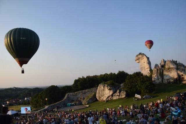 II Zamkowa Fiesta Balonowa - tłumy obserwowały wyścig kolorowych balonów.