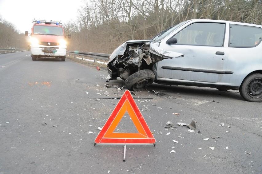 Śrem: wypadek na trasie Śrem - Zaniemyśl pod Lucinami. Ranni na drodze 432 [ZDJĘCIA]