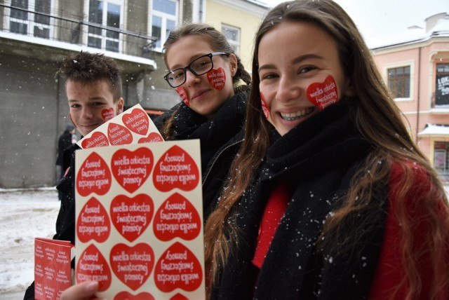 Weronikę Żegleń, Annę Mierzwińską i Patryka Juszczęcia spotkamy na ulicach miasta, jako wolontariuszy WOŚP