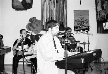 """Krzysztof Drynda i """"Podkręceni w decybelach"""" promowali w MDK-u swoją nową płytę. Fot. PATRYCJA SZEWCZYK"""
