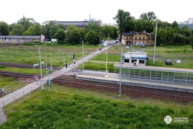 Nowe centrum przesiadkowe powstanie w śródmieściu, obok dworca PKP. W poniedziałek 10 sierpnia 2020 r. podpisana została umowa na wykonanie tej inwestycji Zobacz kolejne zdjęcia/plansze. Przesuwaj zdjęcia w prawo - naciśnij strzałkę lub przycisk NASTĘPNE