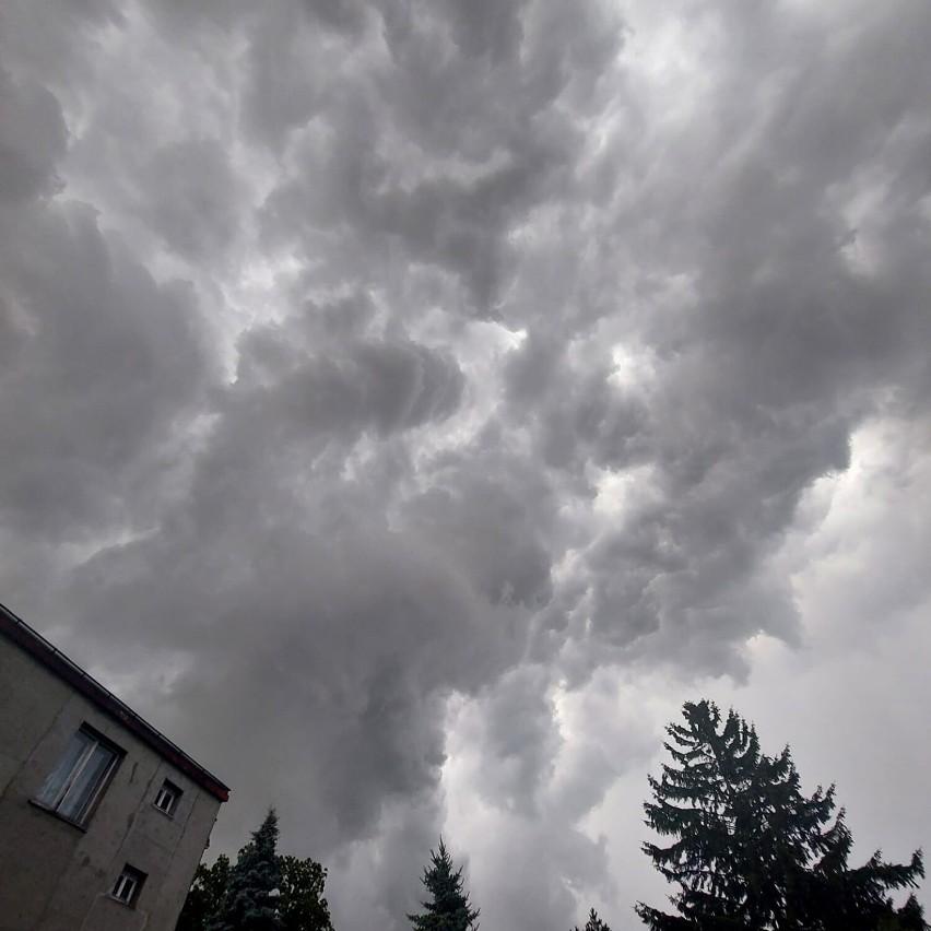 Imponujące burze nad Mierzeją Wiślaną. Te fotografie prezentują prawdziwą siłę natury!
