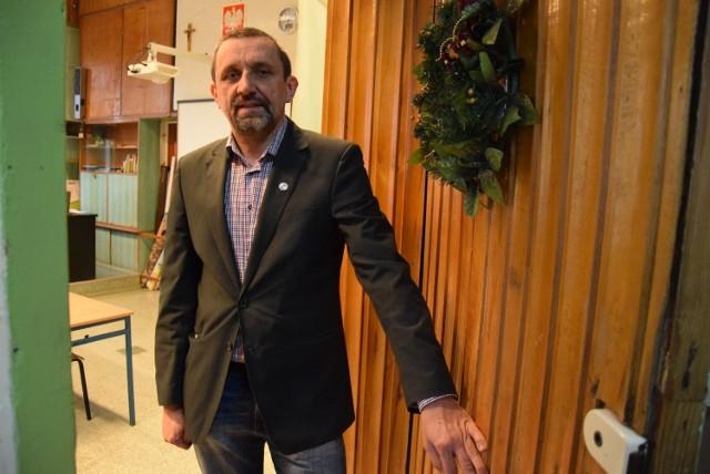 Tomasz Pluta, dyrektor II LO w Gorzowie przyznaje, że w jego szkole młodzież musi się spotykać w różnych grupach
