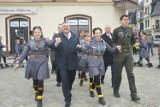 Na 11 listopada w Kartuzach wspólnie śpiewali i... tańczyli poloneza [ZDJĘCIA, WIDEO cz. 3]