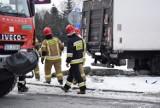Ciężarówką skosił słup w Skierniewicach [ZDJĘCIA]