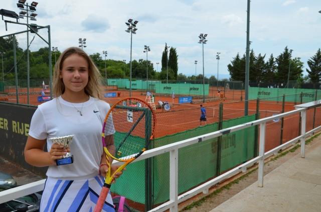 Dominika Podhajecka bardzo dobrze spisała się w rozegranych w Chorwacji turniejach Tennis Europe.