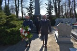 Władze samorządowe uczciły pamięć ofiar zbrodni katyńskiej [ZDJĘCIA]