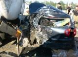 Potworny wypadek na A4 w Gliwicach. TIRy zmiażdżyły auto z parą młodych ludzi. 29-letni kierowca zmarł w szpitalu