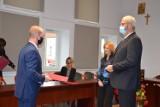 Nauczyciele z przedszkoli i podstawówek z Jasła nagrodzeni przez burmistrza