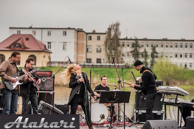 Kulturalny piątek w Koninie z zespołem Alahari