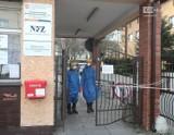 Pijana zdemolowała bramę szpitala na Pomorzanach w Szczecinie. Była pielęgniarką? Rozwiązano z nią umowę
