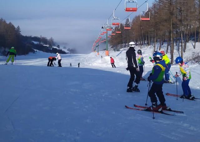 W sobotę warunki na przemyskim stoku narciarskim są bardzo dobre.