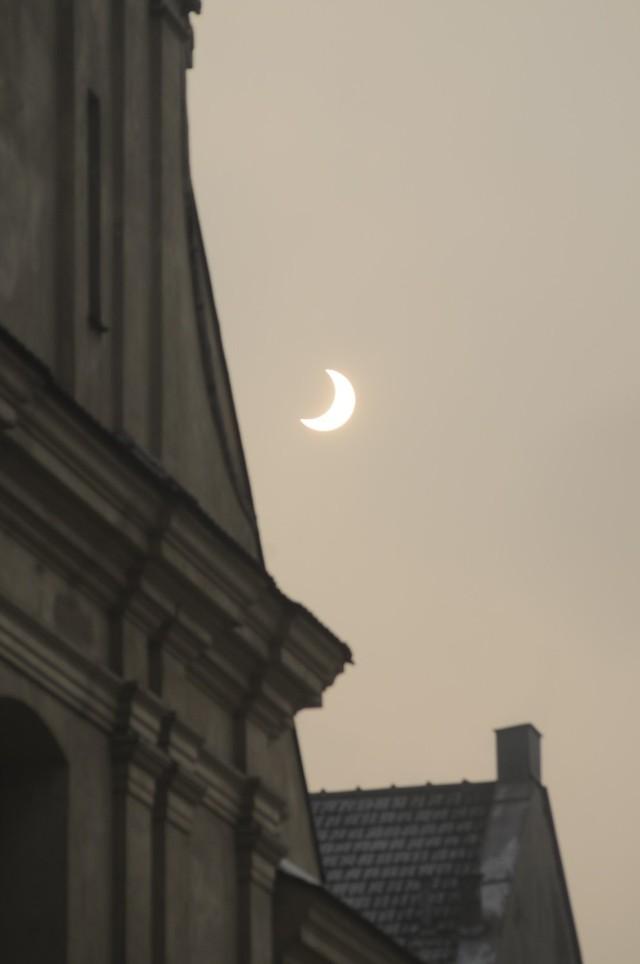Tak wyglądało częściowe zaćmienie Słońca nad Krakowem w 2011 roku.