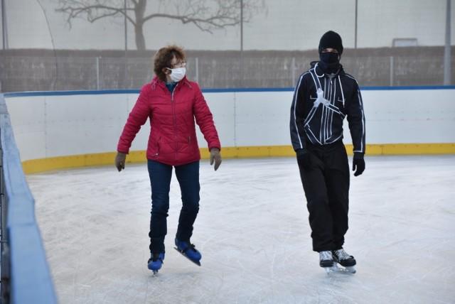 Od soboty, 28 listopada, można już codziennie śmigać na łyżwach na sztucznym lodowisku gorzowskiej Słowianki