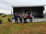 DĄBIE: Kolejne zdjęcia z Rajdu Traktorów w Pławiu. Uczestnicy wyścigu oraz mieszkańcy z nagrodami (ZDJĘCIA)