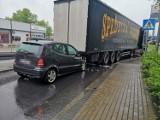 Wypadek w Rybniku na ulicy Zebrzydowickiej. Pijany kierowca wjechał w tył ciężarówki ZDJĘCIA