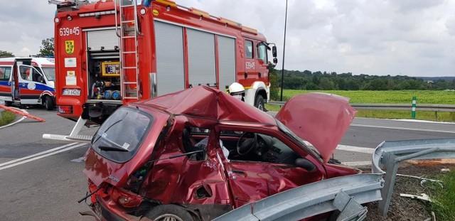 Wypadek motocyklisty w Boniowicach okazał się śmiertelny. Nie udało się go uratować.  Zobacz kolejne zdjęcia. Przesuwaj zdjęcia w prawo - naciśnij strzałkę lub przycisk NASTĘPNE