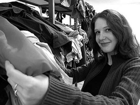 Alicja Gwiaździńska dwa razy w tygodniu wydaje ubrania biednym mieszkańcom Mnicha.
