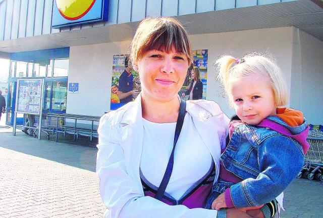 Ilona Sławeta z 2-letnią córką Olą często przyjeżdża na zakupy do supermarketu