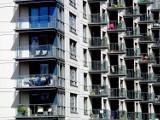 Balkonowe życie sąsiadów. Oto 9 zachowań, które mogą co najmniej krępować [lista]