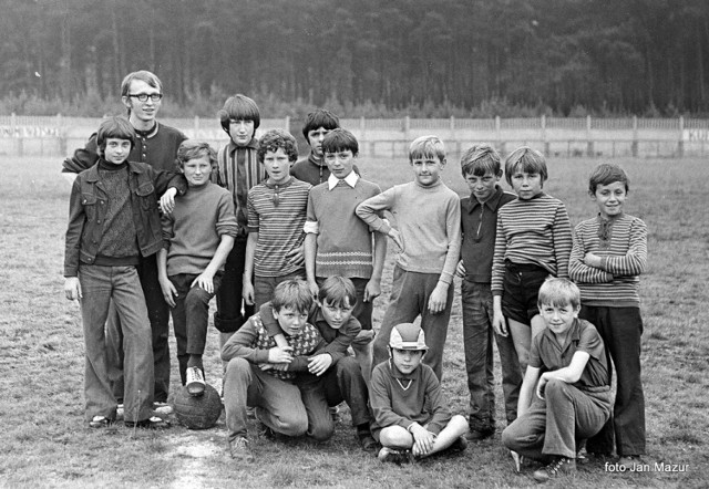 Uczestnicy nieobozowego lata w Żaganiu, w pierwszej połowie lat 70. ubiegłego wieku. Czy rozpoznajesz się na zdjęciach? Jakie były Twoje najfajniejsze wakacje?