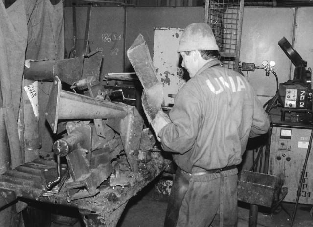 """Produkty Fabryki Maszyn Rolniczych """"Agromet Unia"""" w Grudziądzu cieszyły się znakomitymi opiniami nie tylko w Polsce, ale także za granicą. W 1976 roku pracowało tutaj 2.827 osób. Po upadku firmy, w  2008 r., część fabrycznych budynków została zburzona, a na jej miejscu zbudowano galerię handlową"""