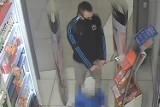 Bydgoszcz. Okradł sklep w Zielonych Arkadach. Policja poszukuje złodzieja. Zobacz zdjęcia i film