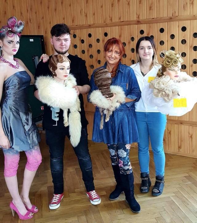 Od lewej modelka, Rafał Tkocz, Iwona Witaszak, Aneta Tkocz